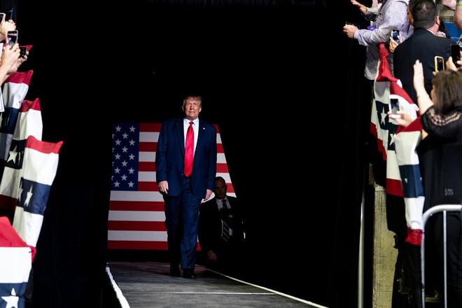 Tổng thống Trump ngưng cấp visa làm việc tại Mỹ - hàng trăm ngàn người có thể thất nghiệp