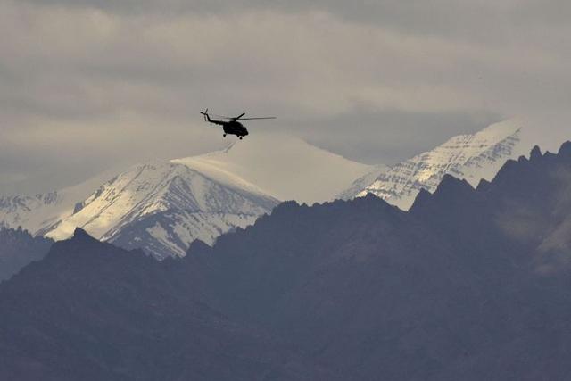 Ấn Độ tăng cường lực lượng quân sự quy mô lớn tại biên giới với Trung Quốc