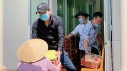Minh Luân về miền Tây phát 4,5 tấn gạo, Đông Nhi - Ông Cao Thắng ủng hộ 250 triệu đồng chống dịch