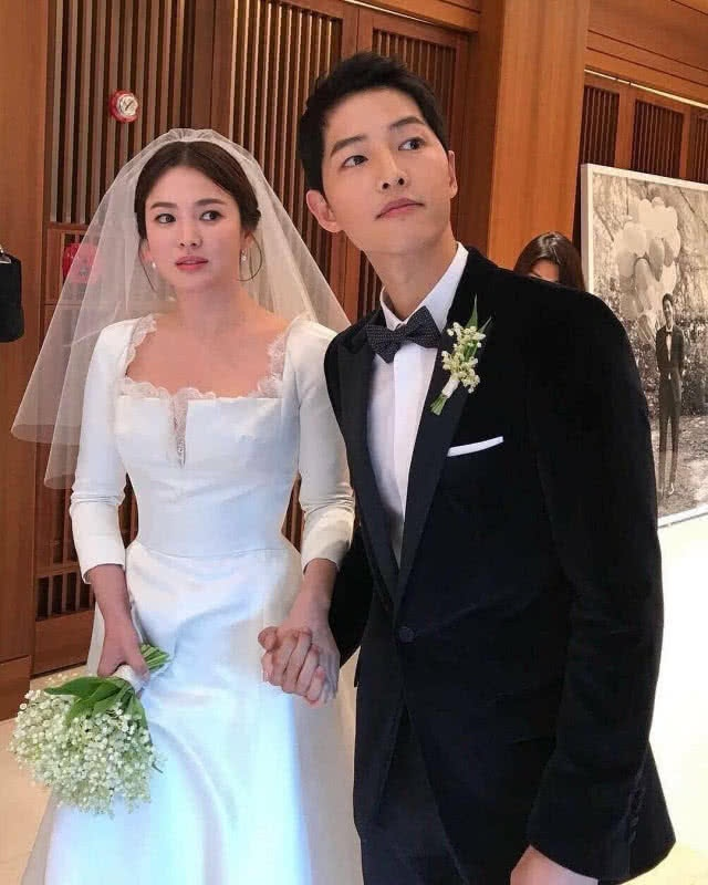 luat su tiet lo song hye kyo co loi nen song joong ki moi co quyen de don ly hon