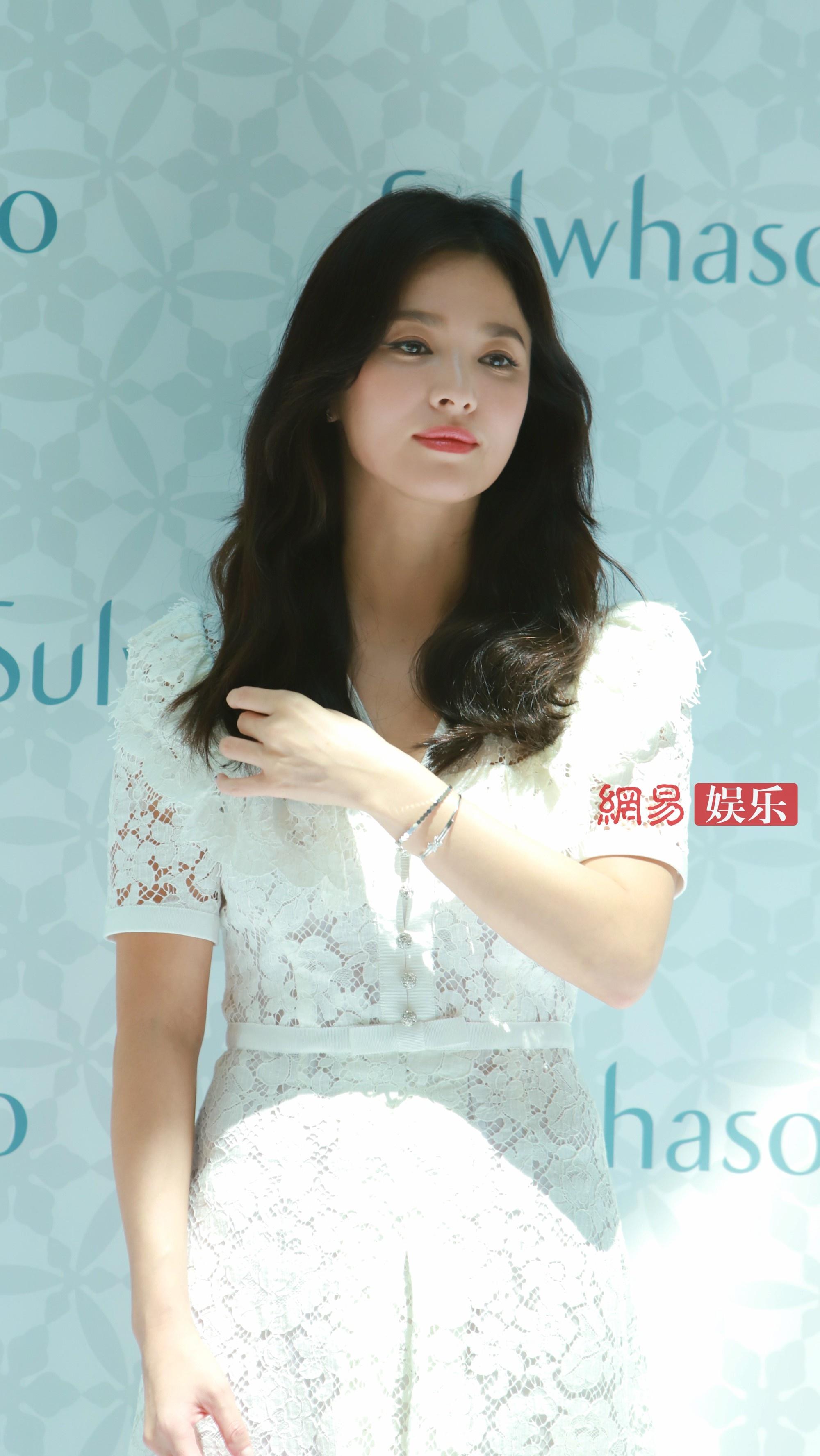 song hye kyo xuat hien lan dau sau lum xum ly hon voi song joong ki