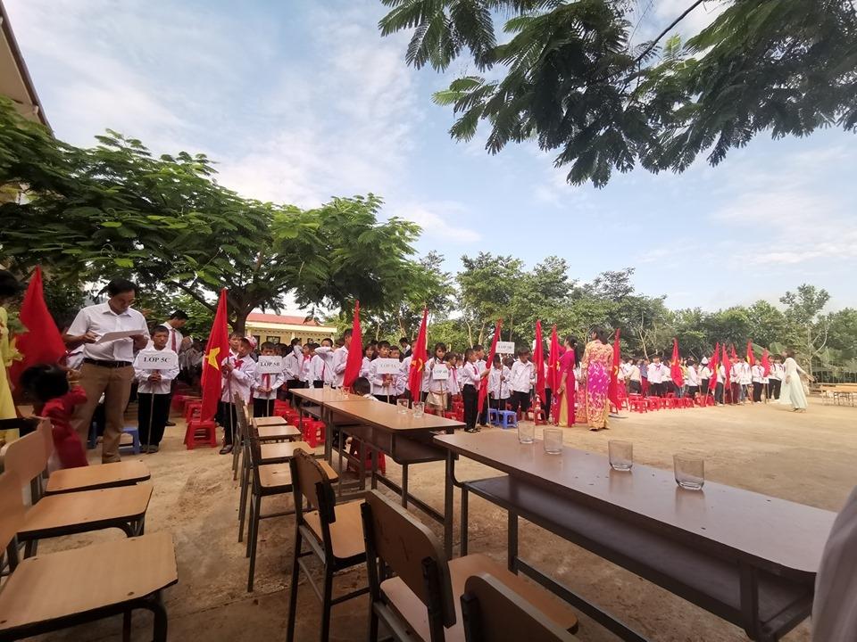 Một hình ảnh khác từ lễ khai giảng đơn sơ của một trường tại vùng cao Pá Mỳ - Điện Biên. (Ảnh: Xuân Vũ)