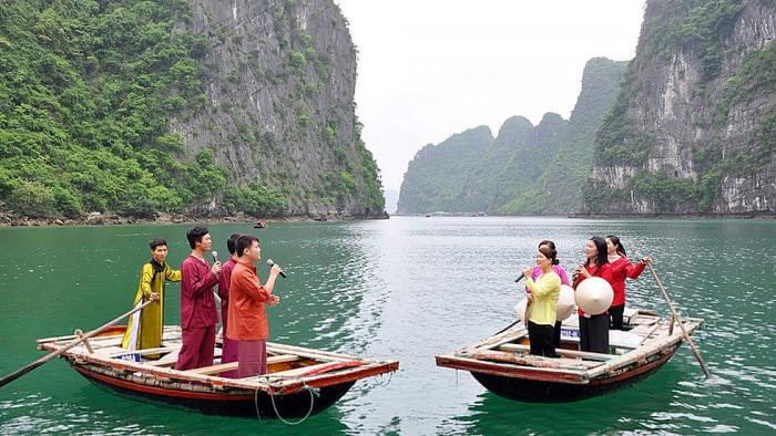 kham pha bao tang noi tren vinh ha long