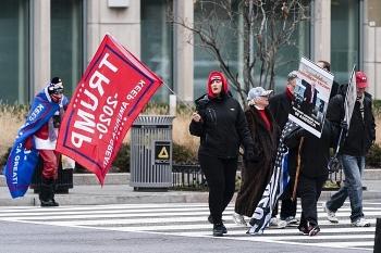 Đoàn người ủng hộ ông Trump kéo về Thủ đô bất chấp dịch bệnh