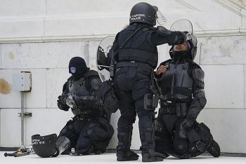 Cảnh sát tự tử sau vụ bạo loạn ở Điện Capitol