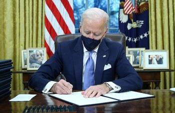 Ông Biden ký hàng loạt sắc lệnh mới