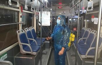 Xe buýt Hà Nội từ chối khách không đeo khẩu trang