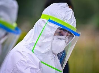 Cách ly người đầu tiên nhiễm biến chủng SARS-CoV-2 đến từ Nam Phi