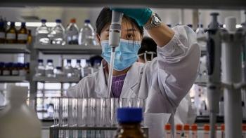 Việt Nam sẽ nhận gần 5 triệu liều vaccine COVID-19 trong nửa đầu năm 2021
