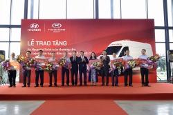 Thêm 10 xe Hyundai Solati cứu thương được trao tặng để chống dịch COVID-19