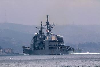 Chiến hạm Mỹ nổ liên tục 30 phát súng cảnh cáo Iran