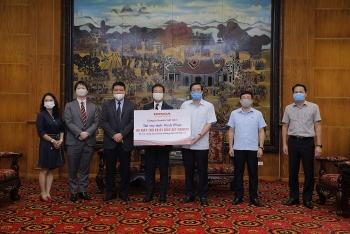 Honda ủng hộ 2 máy xét nghiệm COVID-19 và 10 máy trợ thở xách tay cho Vĩnh Phúc và Hà Nam