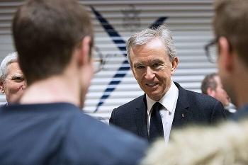 Ông chủ Louis Vuitton trở thành người giàu nhất thế giới