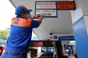 Giá xăng đứng yên trong chiều nay