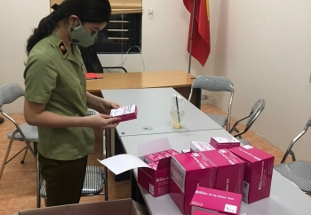 Bắt giữ 400 hộp kit test COVID-19 nhập lậu