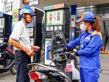 Giá xăng tăng mạnh vào ngày mai?