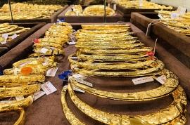 """Giá vàng hôm nay 25/8/2020: Vàng thế giới giảm sâu, trong nước """"ôm"""" mốc 56 triệu/lượng"""