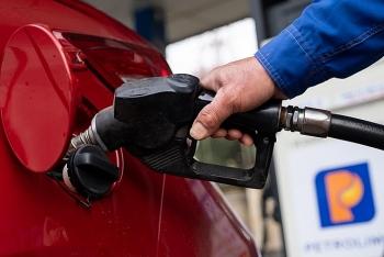 Giá xăng dầu hôm nay (25/8): Dầu thô giữ vững đà tăng
