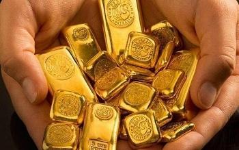 Giá vàng tiếp tục lao dốc, neo quanh mốc 55 triệu/lượng