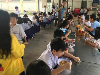 TP.HCM: Hàng chục học sinh nhập viện nghi do ngộ độc thực phẩm