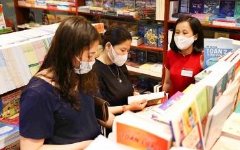 Ép học sinh mua sách tham khảo sẽ bị xử lý nghiêm