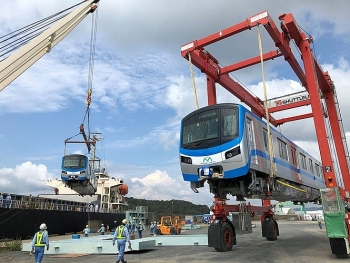 Cận cảnh đoàn tàu metro đầu tiên sắp về tới TP HCM