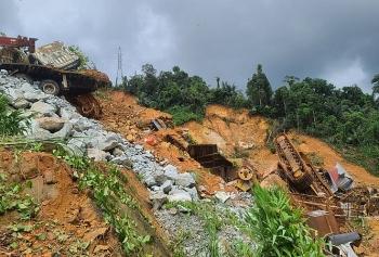 Khẩn cấp ứng phó mưa lũ, sạt lở tại các tỉnh từ Nghệ An đến Quảng Nam