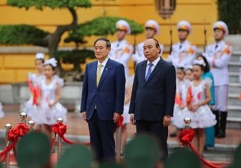 Thủ tướng Nguyễn Xuân Phúc đón tiếp Thủ tướng Nhật Bản Suga Yoshihide
