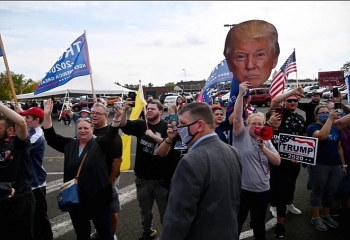 Nhóm ủng hộ ông Trump đến phá buổi vận động của ông Biden