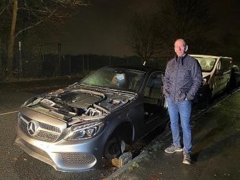 Mercedes bị lột sạch đồ sau một đêm để ngoài đường