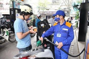 Giá xăng trong nước tiếp tục tăng gần 400 đồng/lít