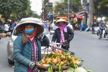 Người lao động tự do se sắt trong giá rét ở Hà Nội
