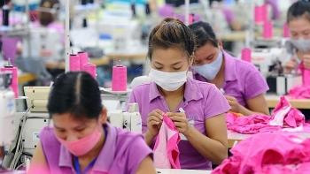 Lao động nữ đi làm ngày 'đèn đỏ' sẽ được nhận thêm lương