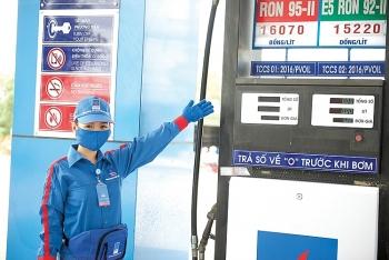 Giá xăng đồng loạt tăng gần 500 đồng/ lít trước Tết Dương lịch