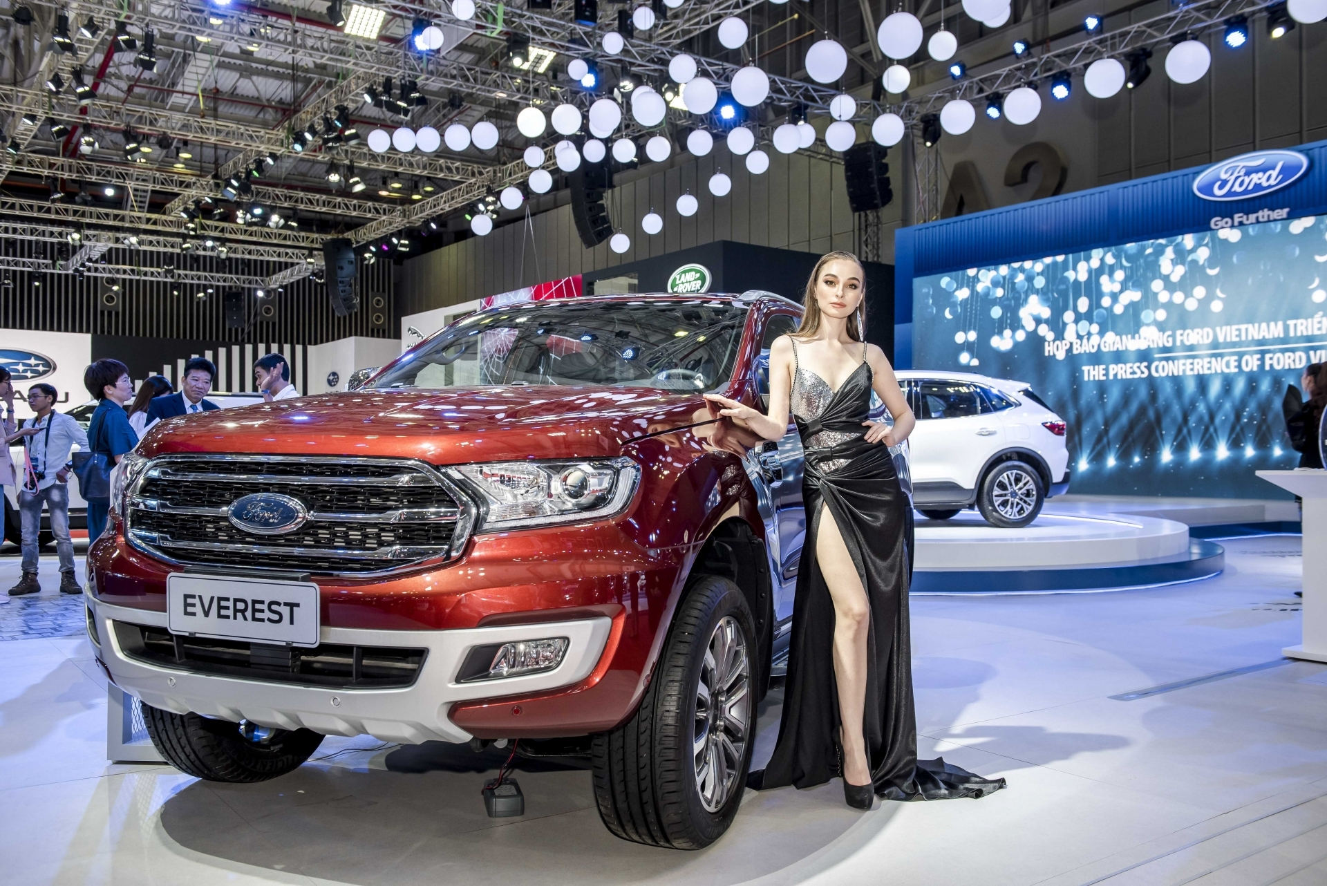 tam gia 14 ty dong mua toyota fotuner hay ford everest choi tet 2020