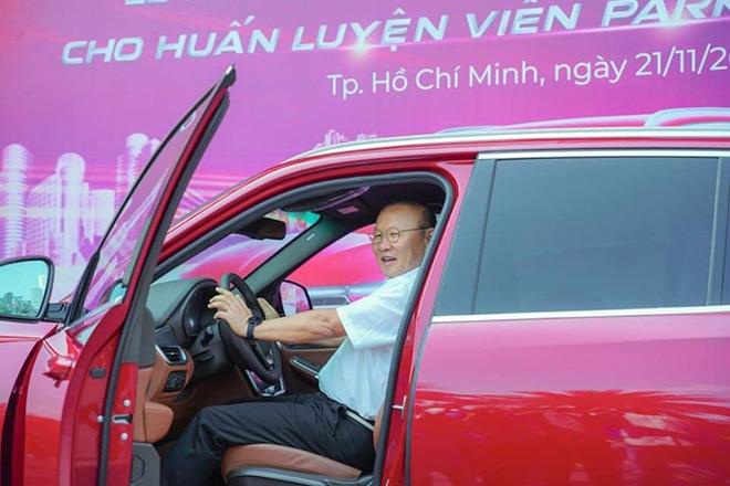 hlv park hang seo duoc vinfast tang xe lux sa20