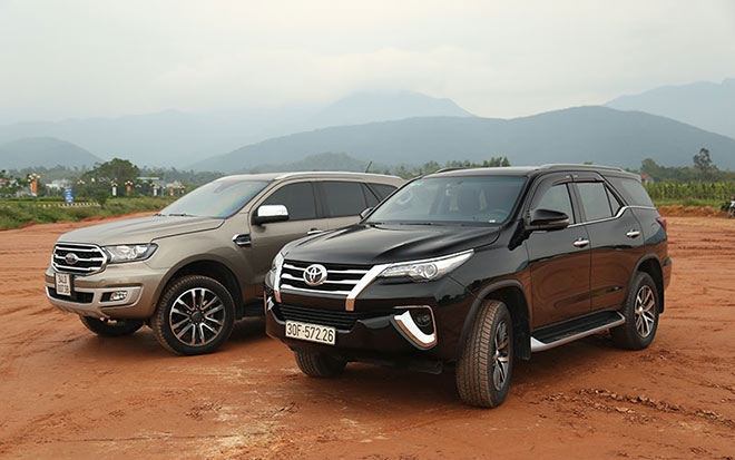 suv co trung toyota fortuner hay ford everest