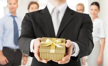 """Gợi ý quà tặng sinh nhật sếp vừa """"khéo"""" vừa ý nghĩa"""