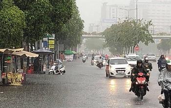 Thời tiết 9/9: Trung Bộ thời tiết dịu dần, Bắc Bộ mưa dông gió giật mạnh