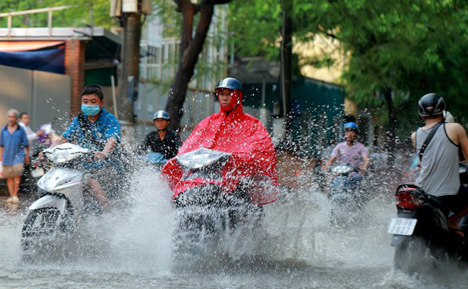 Thời tiết 11/9: Miền núi Bắc Bộ mưa dông, Hà Nội oi bức