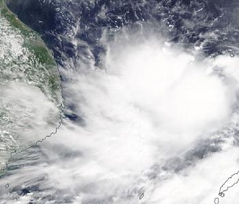 Tình hình mới nhất bão số 5: Gió giật cấp 12, cách quần đảo Hoàng Sa khoảng 380km