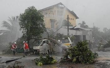 Bão số 5 đã vào vùng biển Quảng Bình đến Quảng Nam, gió giật cấp 12