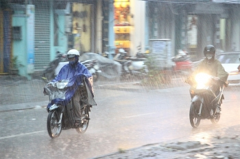 Thời tiết 6/10: Ảnh hưởng gió mùa, mưa lớn ở Bắc Bộ và Trung Bộ đêm nay và sáng sớm mai