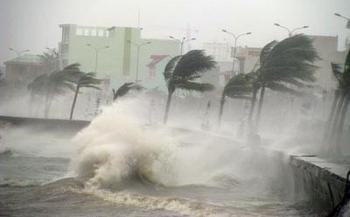 Diễn biến cơn bão số 7: Các tỉnh Bắc Trung Bộ mưa lớn, gió giật cấp 12