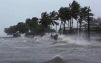 Diễn biến mới nhất bão số 8: Cách Hoàng Sa khoảng 160km, gió giật cấp 13
