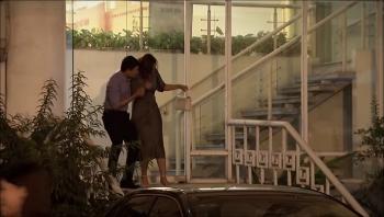 Lửa ấm - Tập 26 (tối 5/11): Thủy bắt tận tay Minh hẹn hò với Ngọc