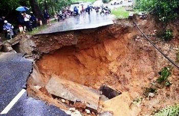 Thời tiết 12/11: Mưa lớn, nguy cơ cao xảy ra lũ quét ở các tỉnh miền Trung
