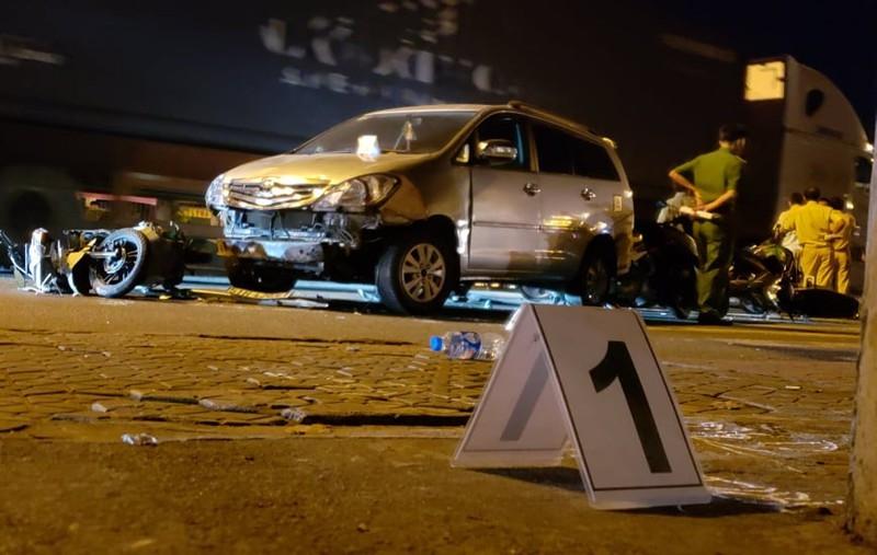 Hiện trường vụ ô tô tông hàng loạt xe máy, người và xe nằm la liệt ở Thủ Đức