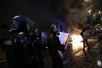 Pháp: Hơn 22 người bị bắt trong cuộc biểu tình bạo loạn phản đối luật an ninh mới