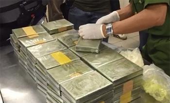 Hơn 100 bánh heroin và nhiều bao tải ma túy đá bị bắt tại Nghệ An